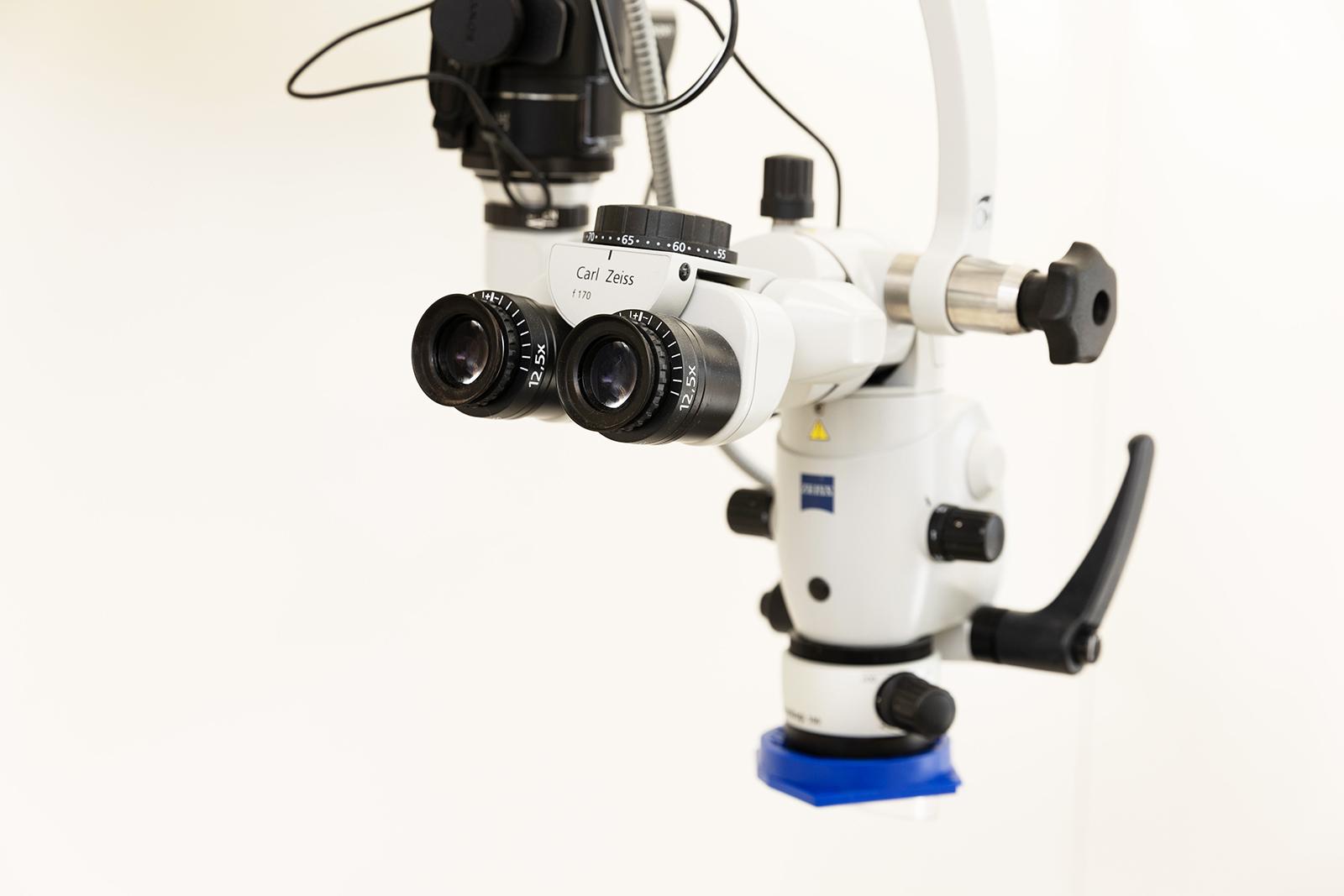 歯科用顕微鏡の利用